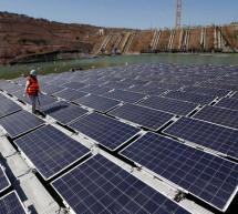 Tesla veut relancer son activité d'énergie solaire en baissant les prix des panneaux solaires