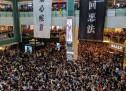 Les manifestations à Hong-Kong provoquent l'annulation de vols et le blocage de routes